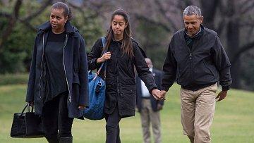 Obamovi: Takhle šťastná rodina rozhodně nevypadá.