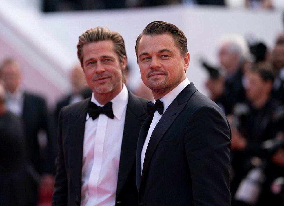 Brad Pitt a Leonardo DiCaprio