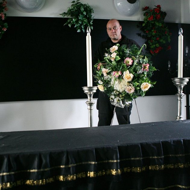 Josef Matura pracuje v pohřebnictví celý život.
