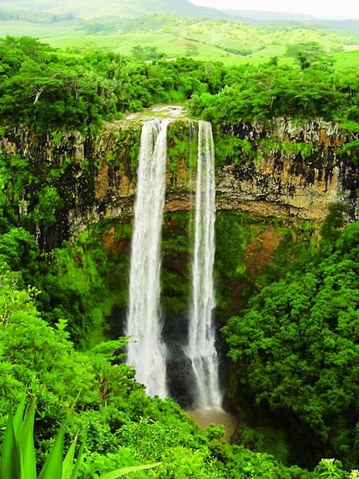 NaMauriciu je snad všechno. Istometrový vodopád.