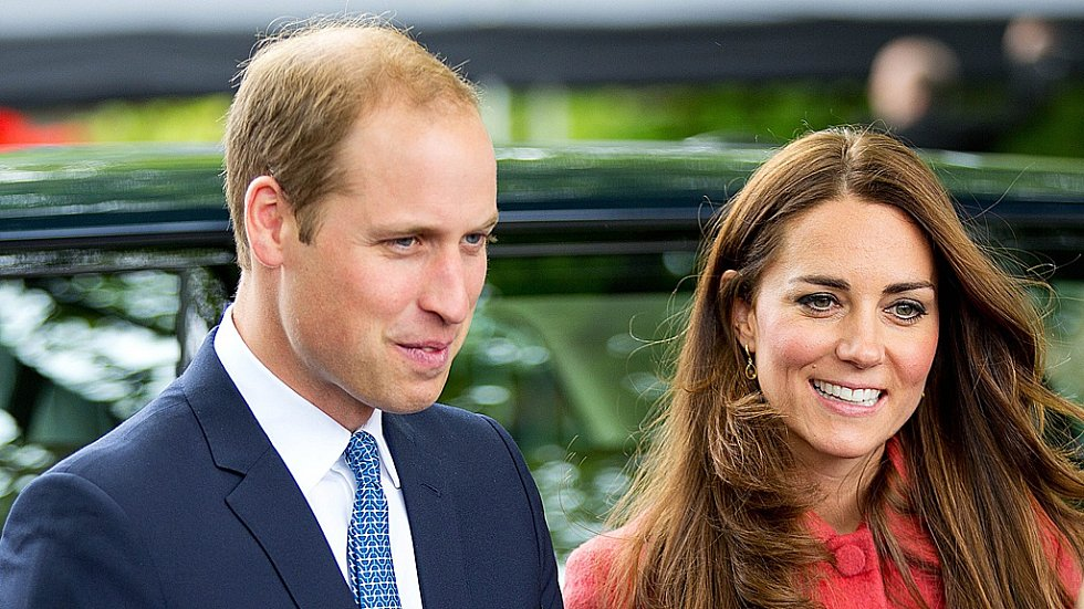 Kate Middletonová a princ William. Tady měl princ ještě delší vlasy, které maskovaly jeho pleš.