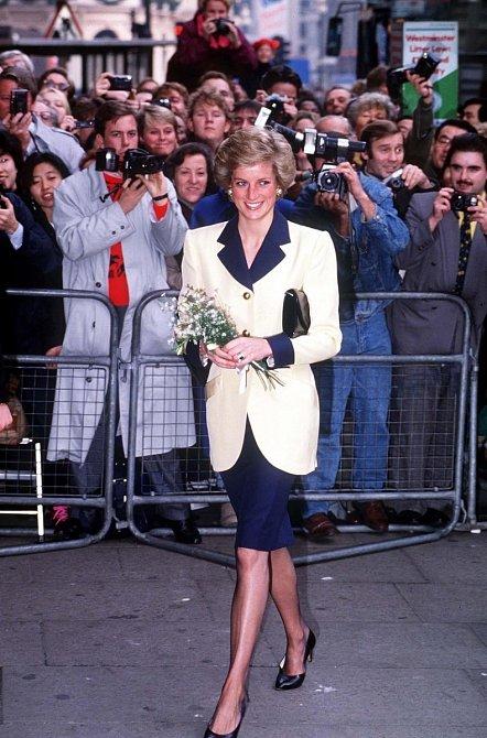 Princezna Diana je stále považována za jednu z nejvlivnějších osobností v oblasti módy.