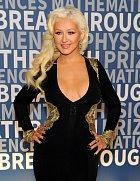 Christina Aguilera dorazila na slavnostní večer v odvážném modelu.