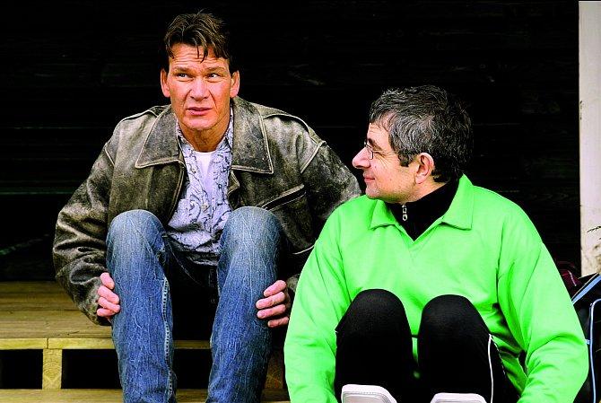 Vkomedii Univerzální uklízečka (2005) si zahrál sRowanem Atkinsonem.