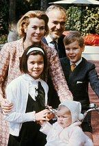 Grace smanželem, dcerou Stefanií a synem Albertem.