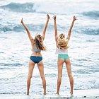 Candice Swanepoelová a Behati Prisloová dorazily šťastné do Kostariky.