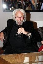 Pierre Richard miluje víno.