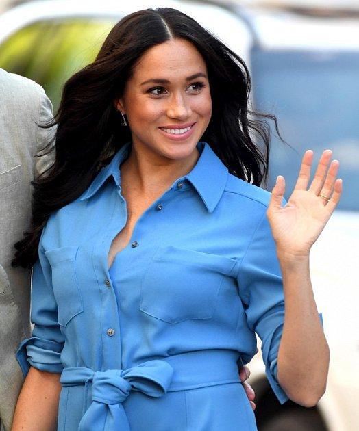 Vévoda zCornwallu, ale utoho nezůstal. Na povrch vyplulo šokující přátelství smužem, který během své kariéry sexuálně obtěžoval malé chlapce. Když titulky netvoří Meghan Markle, je to Kate Middleton a princ William a jejich rozvod na spadnutí.