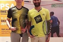 ČESKÉ FINÁLE na turnaji PSA v Bratislavě vyhrál Daniel Mekbib (vpravo), který v pěti setech porazil juniora Viktora Byrtuse.