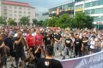 Na Masarykově náměstí je přibližně 500 lidí.