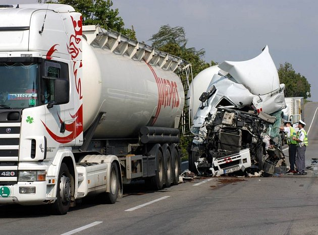 Nehoda kamionů v Ostravě-Porubě