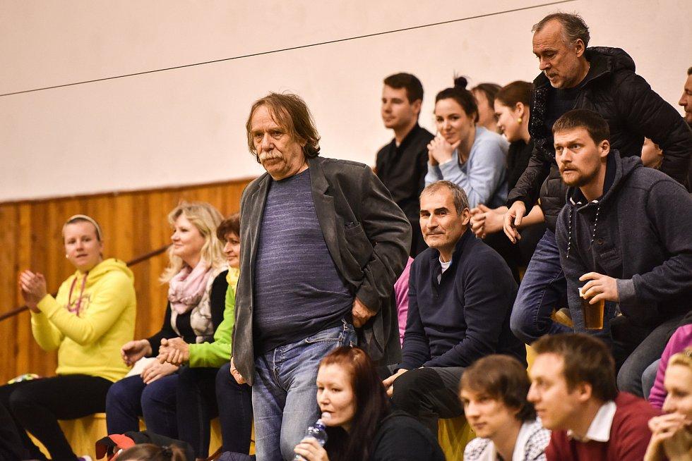 Jaromír Nohavica na zápase žen ve volejbalu (3. utkání semifinále: TJ Ostrava vs. VK UP Olomouc hrané 20. dubna v Ostravě)