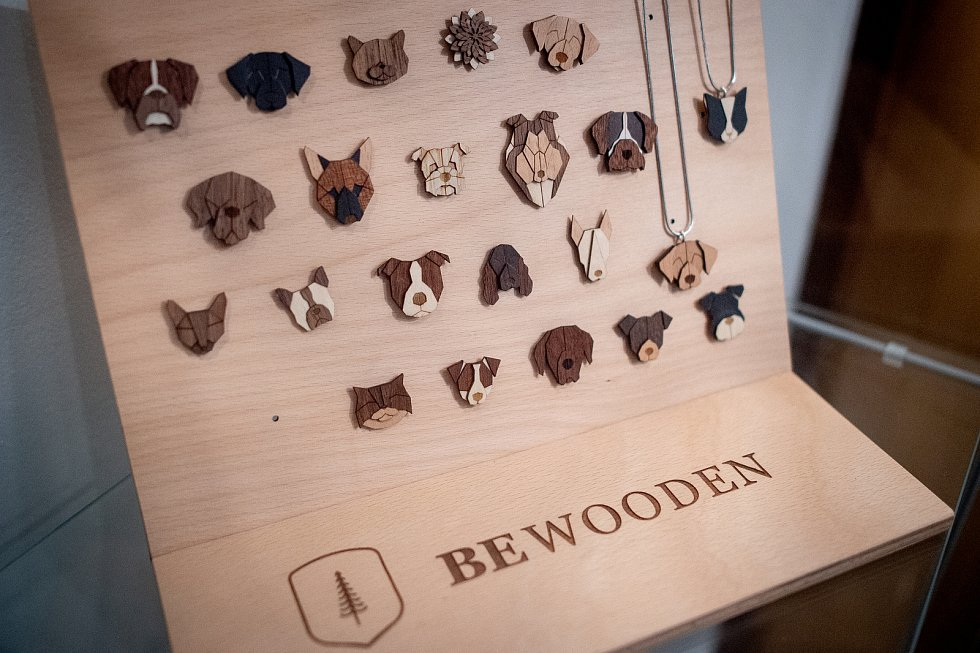 Snímek z firmy BeWooden, která vyrábí originální dřevěné doplňky, 3. února 2020 ve Fryčovicích.