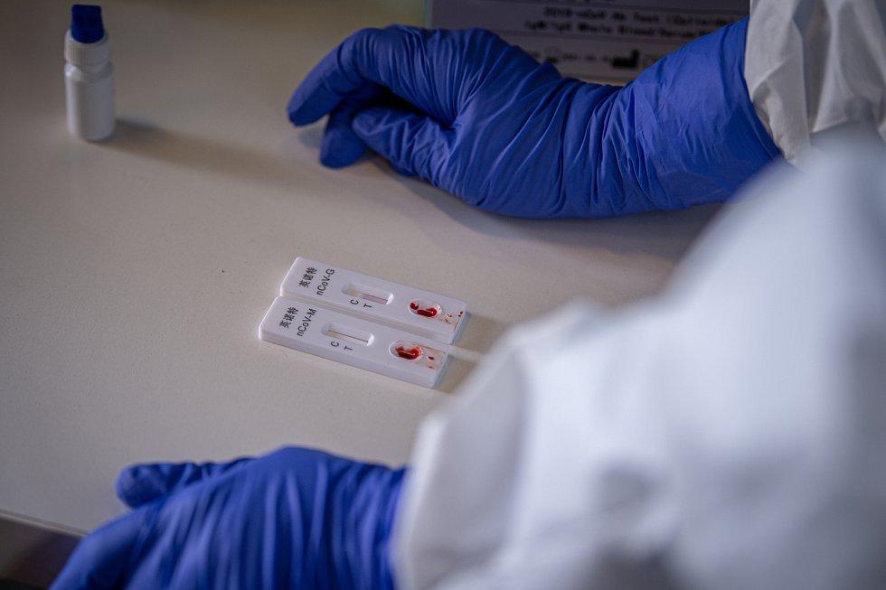 Plošné testování protilátek proti SARS-CoV-2 (COVID-19) v Moravskoslezském kraji, 2. května 2020 v Ostravě. Rychlotesty.