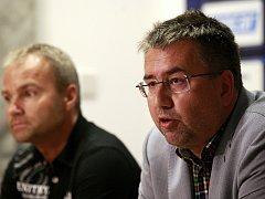 Předseda představenstva a majitel klubu Petr Šafarčík na snímku vpravo.