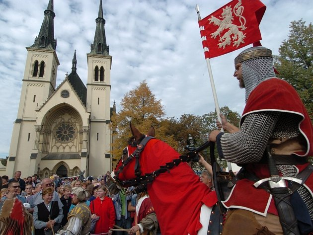 Jarmarky na poctu patrona země české se budou konat o prodlouženém víkendu na několika místech v kraji. Svatý Václav na ně na koni zavítá se svou družinou.
