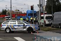 Nehoda dvou policejních vozidel na křižovatce ulic Rudná–Závodní.