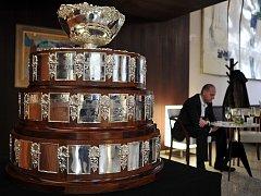 Stříbrná salátová mísa, legendární trofej pro vítěze Davis Cupu.