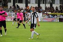 Marek Heinz, bývalý reprezentant a mistr ligy s Baníkem Ostrava, se vrátil domů na Hanou do Hodolan, kde s fotbalem začínal. Na snímku při výhře 5:0 nad Újezdem.