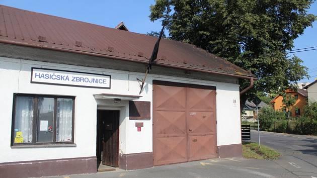 Moderní požární zbrojnice nahradí nevyhovující, 133 let starou budovu, kde není ani centimetr prostoru nazbyt.