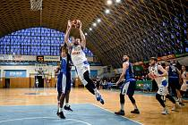 V minulém kole dokázali basketbalisté NH Ostrava porazit Kolín (na snímku). V sobotu už proti Brnu pátou domácí výhru v řadě Nová huť nepřidala.