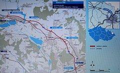 OBCHVAT. Takto by měl vypadat obchvat Hlučínska (červená trasa). Kdy se začne stavět, není jasné. Reprofoto z informačního letáku ŘSD z letošního léta.