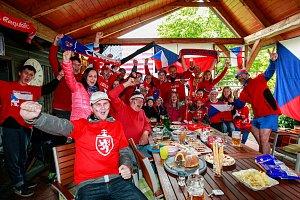 Fanoušci při sledování hokeje v Řepišti