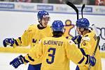 Mistrovství světa hokejistů do 20 let, čtvrtfinále: ČR - Švédsko, 2. ledna 2020 v Ostravě. Na snímku (zleva) Hugo Gustafsson, Tobias Bjornfot a Philip Broberg.