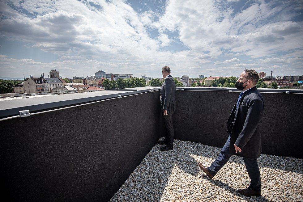 Předseda vlády České republiky Andrej Babiš si prohlédl novostavbu bytového domu Janáčkova a historické městské jatka, 1. června 2021 v Ostravě. V doprovodu (vpravo) primátor Ostravy Tomáš Macura (ANO)