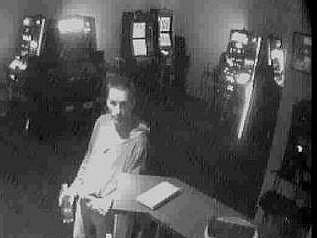 Neznámí pachatelé využili chvíle, kdy dvaašedesátiletá zaměstnankyně herny v Ostravě-Porubě usnula, a podnik mezitím vyloupili.