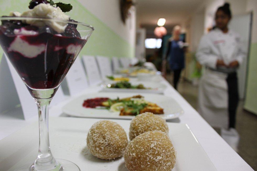 Školy se snaží ve výuce držet tempo s trendy moderní gastronomie. Ilustrační foto. 16. ročník soutěže mladých kuchařů v Havířově.