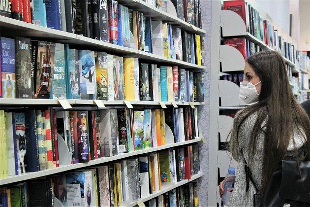 Po týdenním dohadování a jednání kvůli uzavření prodejny nakonec obě strany našly smírčí řešení a Knihy Dobrovský se ovíkendu znovu otevřely lidem!