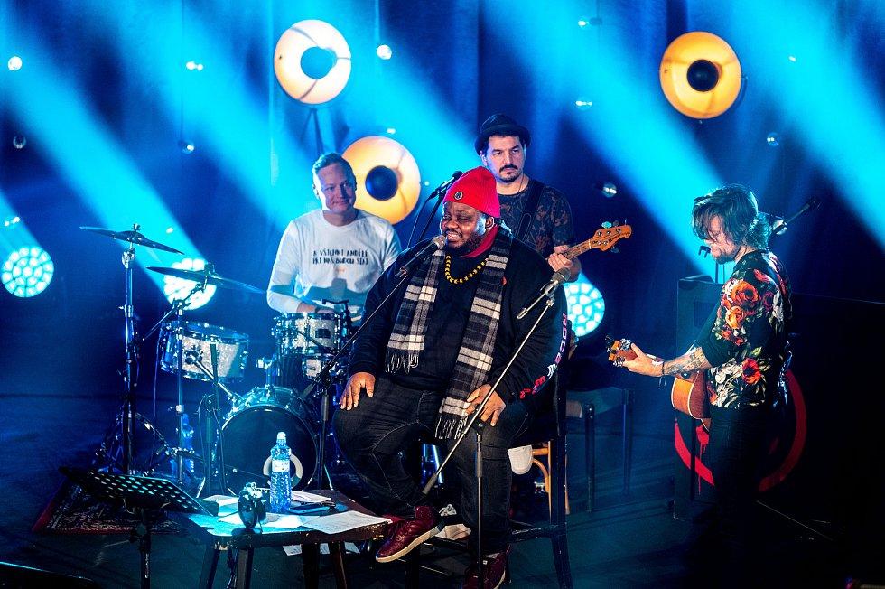 Koncert skupiny Kryštof s názvem JENOMPÍSNIČKY z domu kultury města Ostravy, 13. března 2021.