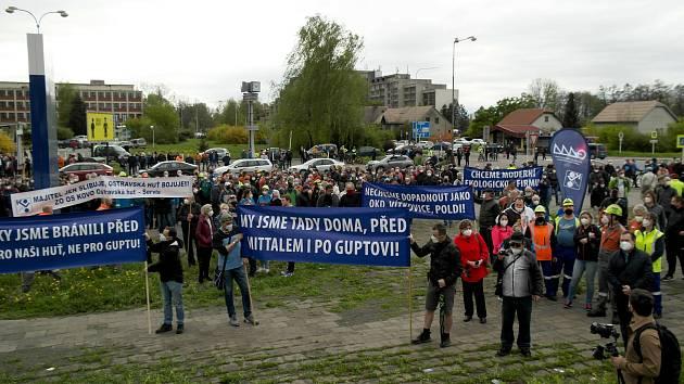 Ilustrační snímek. Protestní mítink před hlavní branou podniku LIBERTY Ostrava v městské části Kunčice ve středu 5. května 2021.