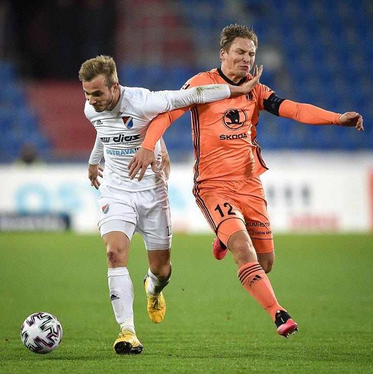Utkání 24. kola první fotbalové ligy: Baník Ostrava - FK Mladá Boleslav, 9. března 2020 v Ostravě. Zleva Nemanja Kuzmanovič z Ostravy a Michal Hubínek z Mladé Boleslavi.