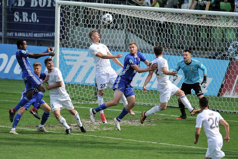 Utkání 29. kola první fotbalové ligy: MFK Karviná - Baník Ostrava, 19. května 2018 v Karviné. Panák Filip a Tomáš Poznar.