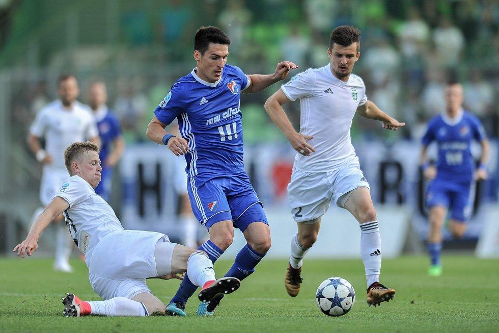 Utkání 29. kola první fotbalové ligy: MFK Karviná - Baník Ostrava, 19. května 2018 v Karviné. Hrubý Robert a Colic Benjamin.