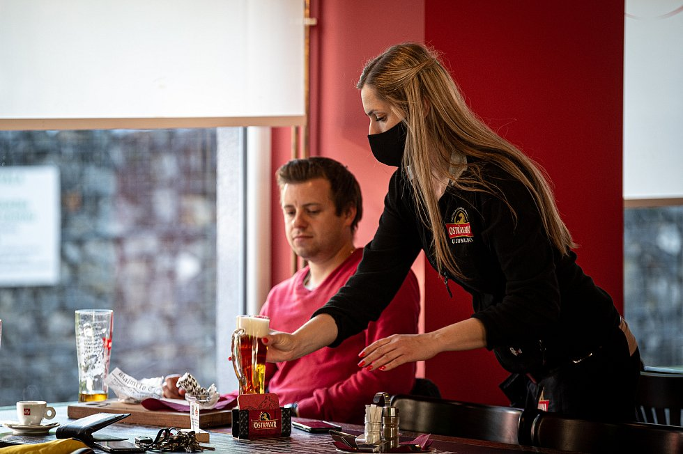 Host v jedné z ostravských restauraci. Ilustrační snímek
