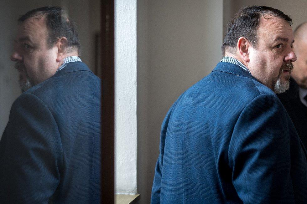 Daneš Zátorský u Krajského soudu v Ostravě, který je spolu s Davidem Rusňákem 31. ledna 2019 zprostil obžaloby z podílu na vytunelování ostravské záložny Unibon.