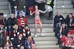 Čtvrtfinále play off hokejové extraligy - 1. zápas: HC Oceláři Třinec - HC Vítkovice Ridera, 20. března 2019 v Třinci. Na snímku roztleskávačka.