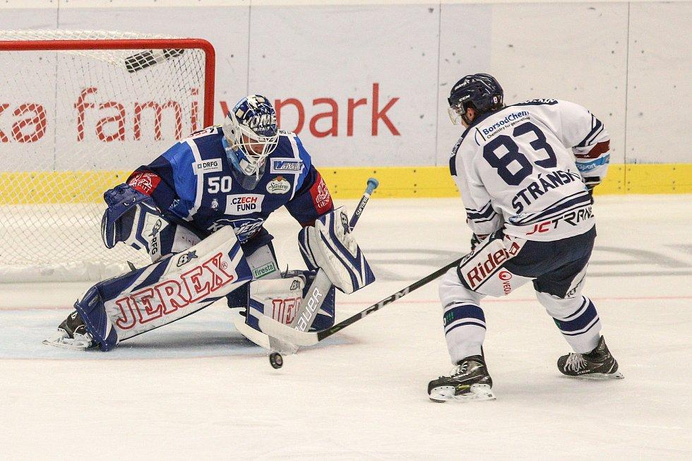Utkání 5. kola hokejové extraligy: HC Vítkovice Ridera - HC Kometa Brno, 27. září 2019 v Ostravě. Na snímku (vlevo) brankář Brna Karel Vejmelka, Šimon Stránský.