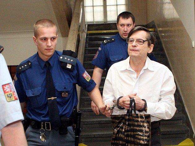 Údajný šlechtic Karel Šimko, který je obžalován z mnohamilionového podvodu, zahájil protestní hladovku.