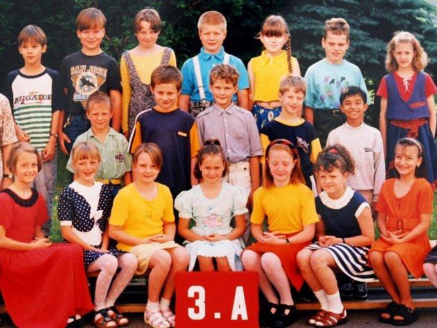 Blonďáček s čupřinou, takový byl Martin Chodúr na prvním stupni základní školy. Najdete ho na třídní fotografii?