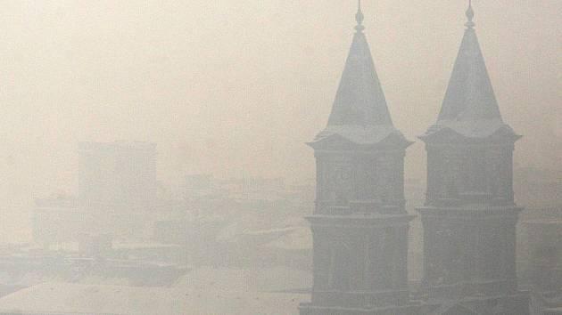 Vzduch v Ostravě je v posledních dnech špinavý už na pohled.