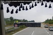 Převrácený kamion na D1.