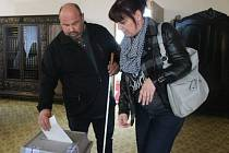 David Šachteli u voleb se svou ženou Petrou.