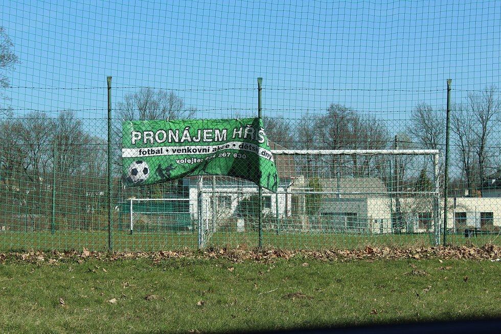 Fotbalové hřiště v Martinově.