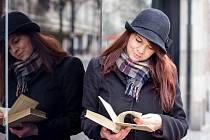 """Michaela Sanytrová vlastní jazykovou školu v Londýně, kde vyučuje češtinu. """"Vždycky to byl můj sen učit cizince český jazyk,"""" říká absolventka Ostravské univerzity."""