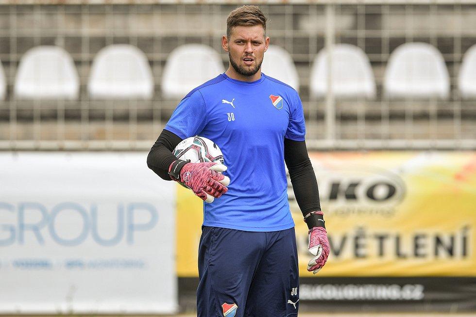 První trénink fotbalového týmu FC Baník Ostrava, 21. června 2021 v Kroměříži. Na snímku gólman Viktor Budinský.