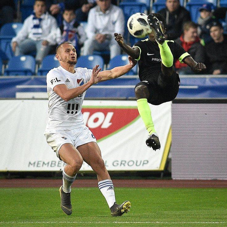 Čtvrtfinále fotbalového poháru MOL Cupu: FC Baník Ostrava - FC Slovan Liberec, 3. dubna 2019 v Ostravě. Na snímku (zleva) Denis Granečný a Oscar Murphy Dorley.